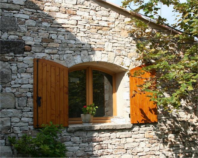 Les bastides de haute provence for Interieur maison en pierre