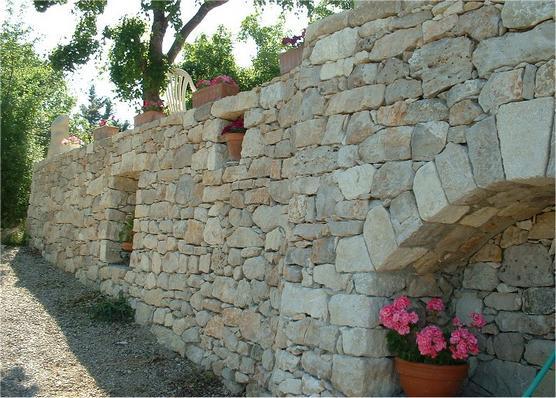 Les bastides de haute provence - Mur terras ...